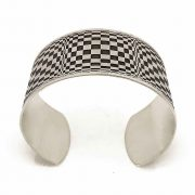 silver cuff with opart design frontal
