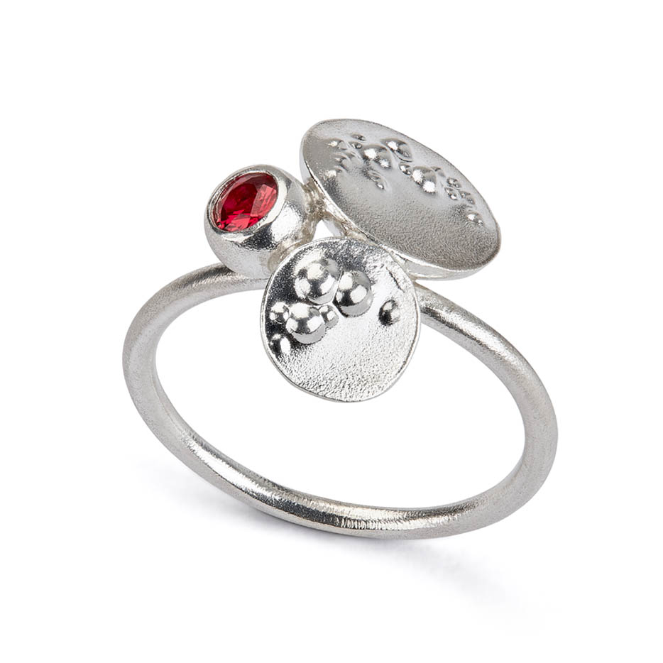 Decorio Triple Ring with Red Sapphire