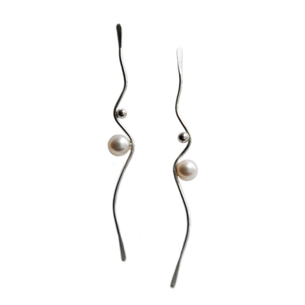 Silhouette wavy silver earrings white pearls