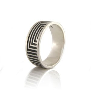 Unisex-Linear-Oxidised-Ring-Sideview